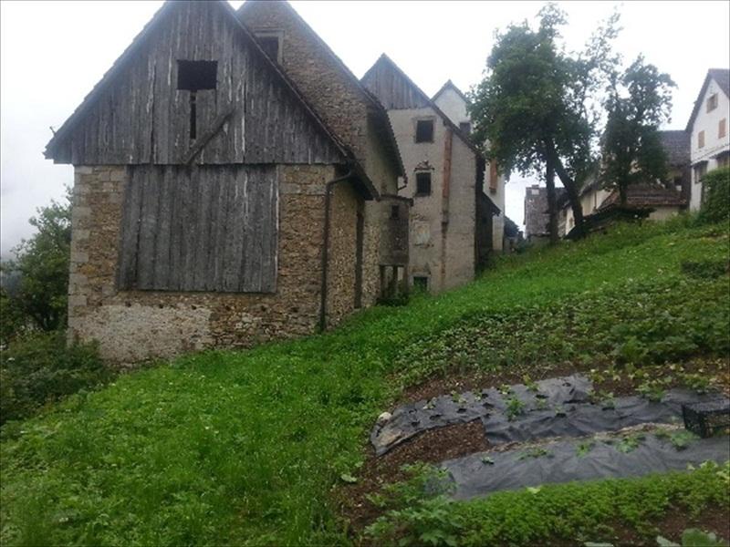 Ampia Casa Da Ristrutturare Con Annesso Stalla E Fienile Prato